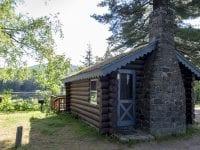 Cabin Near The Pond