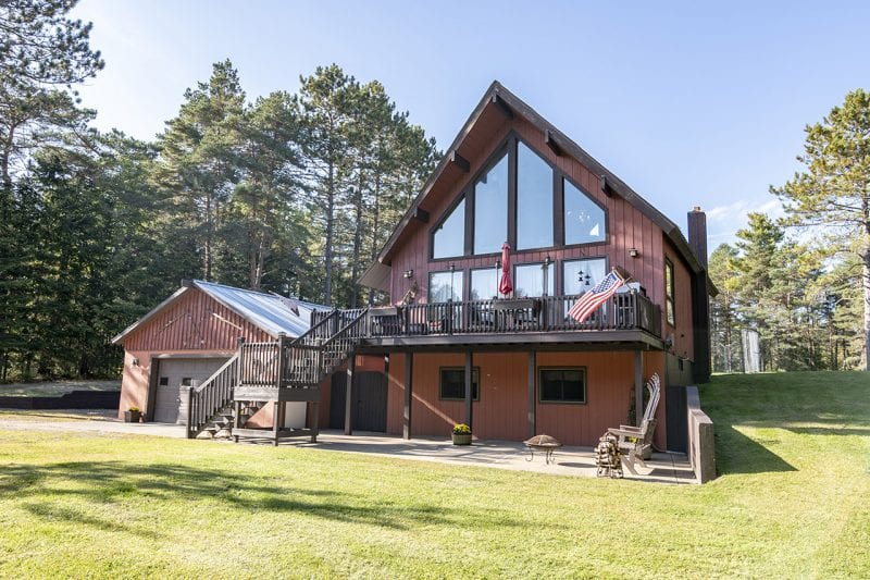 Brown Chalet In Lake Clear With Garage