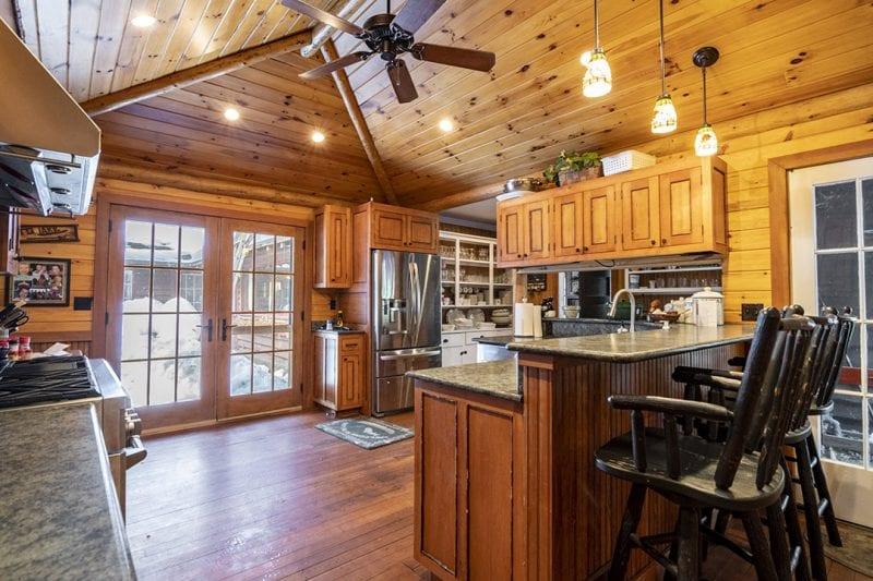 Kitchen With Breakfast Bar & Stainless Steel Appliances